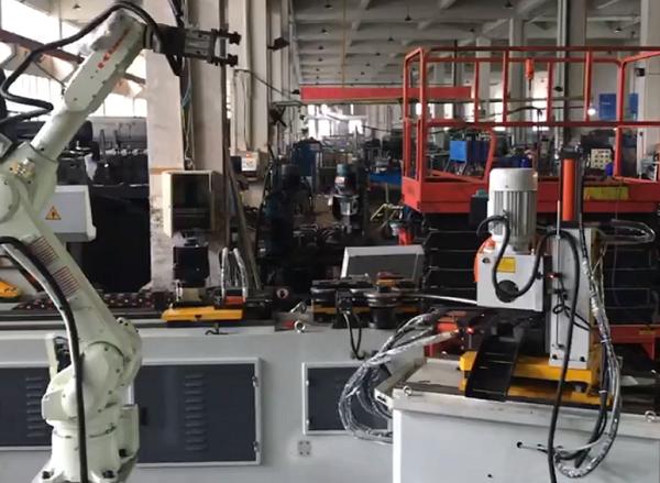 新的弯管机推弯机器人自动生产线交付用户