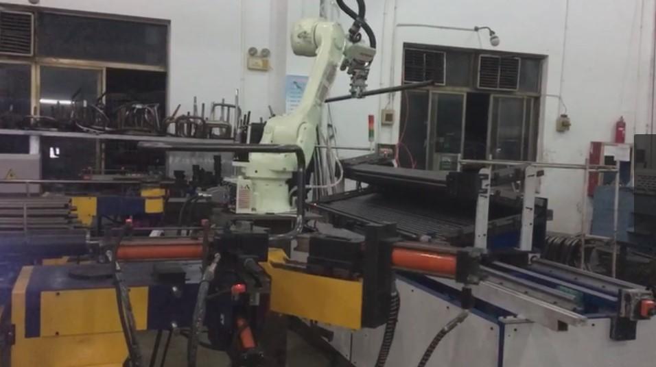 新的一条弯管机自动生产线完成调试