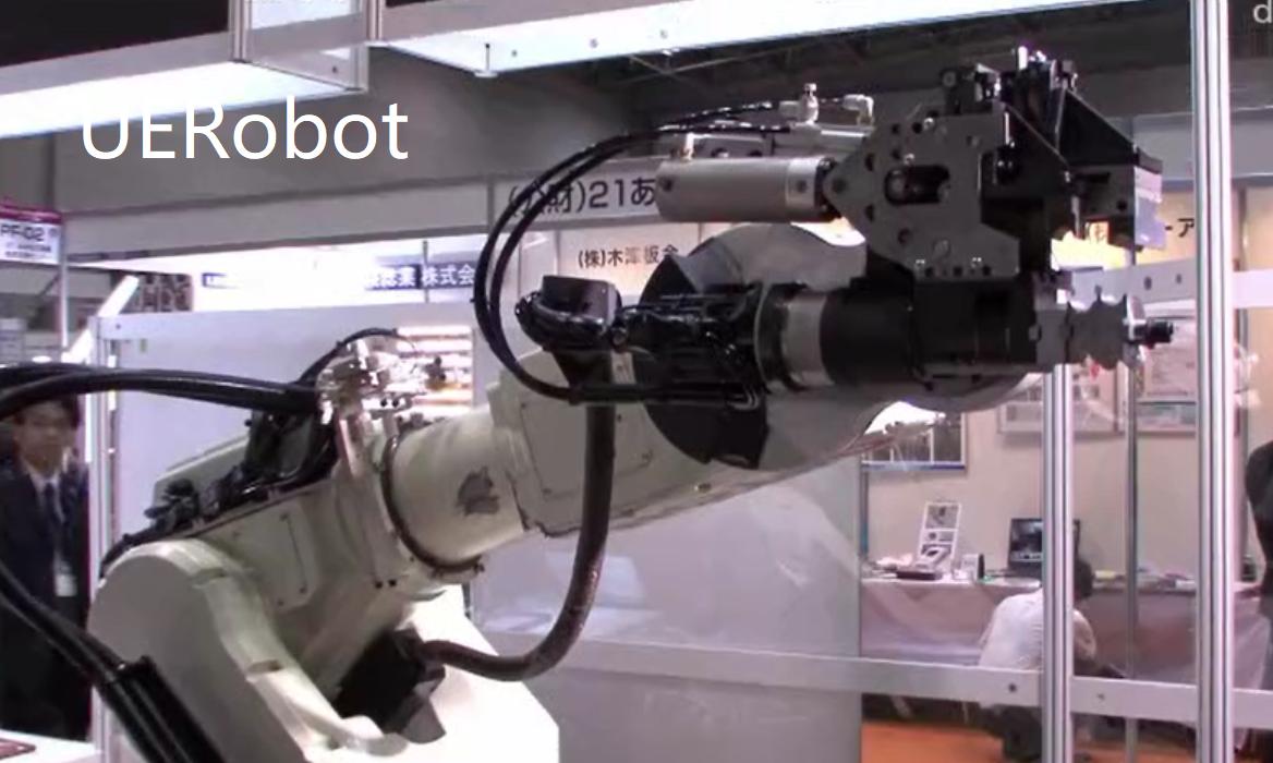 日本工业机器人进行弯管作业