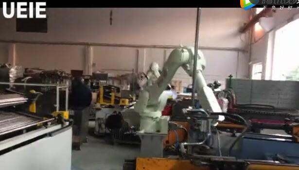 4台弯管机2台日本川崎机器人组成自动生产线