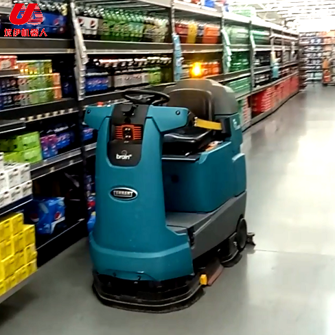 国外沃尔玛超市无人驾驶扫地机器人视频