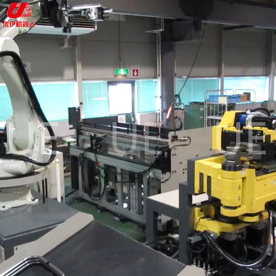 国外机器人与弯管机头结合组自动线视频