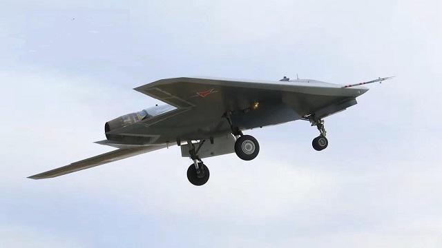 第六代无人战机初试空战