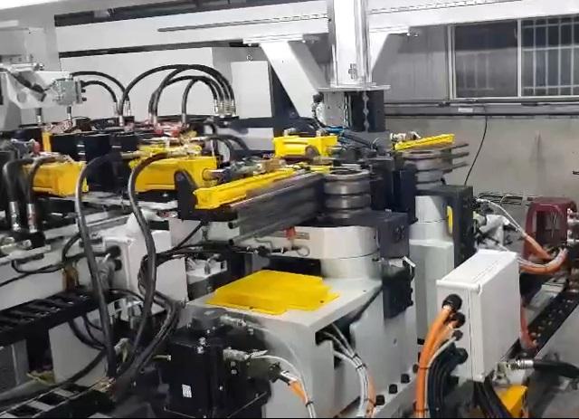 U形管自动弯管冲孔生产线(三管并做)